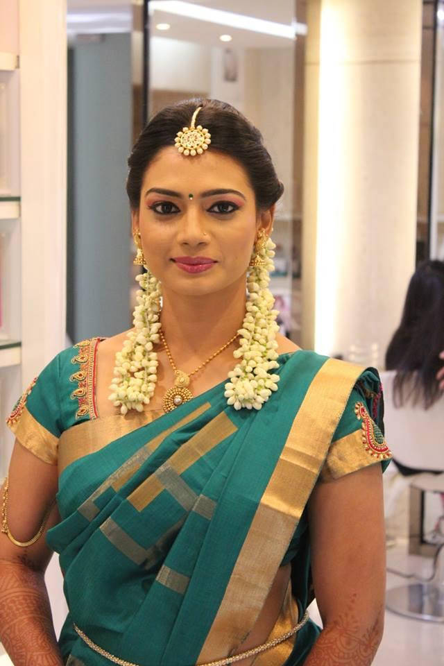 Portfolio vurve signature salon bridal makeup artists for Page 3 salon chennai