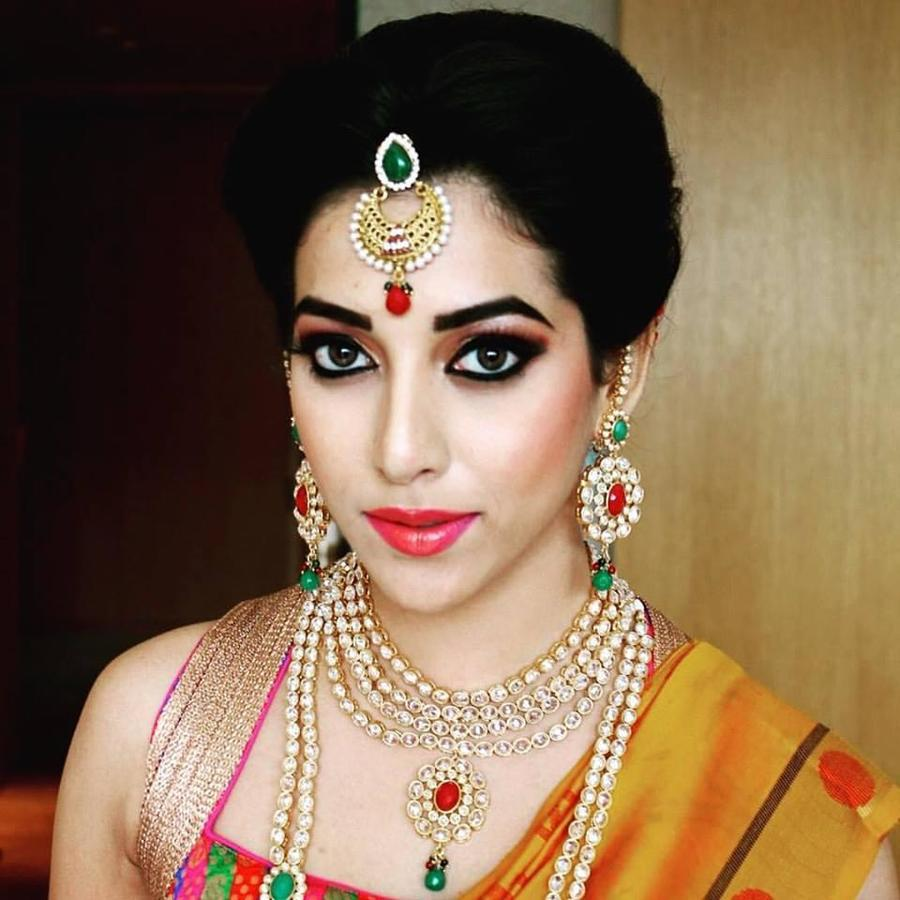 Complete Wedding Makeup G2671 : Vurve Signature Salon Bridal Makeup Artists in Chennai ...